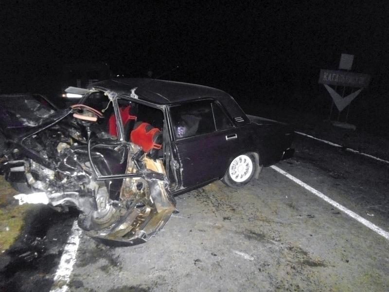 На трассе Семикаракорск-Большая Мартыновка в ДТП с лобовым столкновением четыре человека погибли, еще пятеро госпитализированы