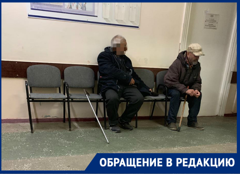 Сидящие возле гинекологического кабинета пьяные бомжи в поликлинике №1 возмутили беременную волгодончанку