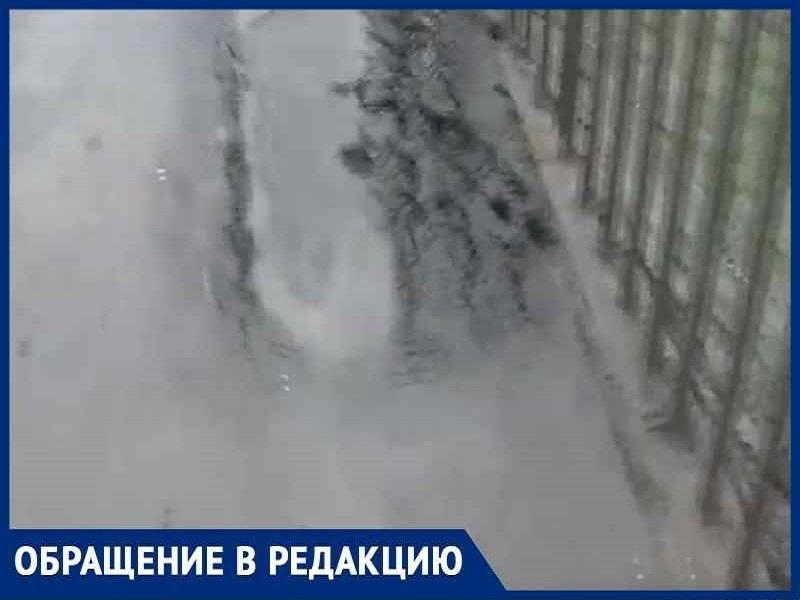 «Новый асфальт на велодорожке через Путепровод провалился»: волгодонец