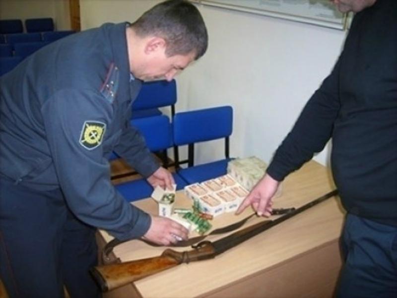 Полицейские Волгодонска «скупают» у горожан оружие и взрывчатку