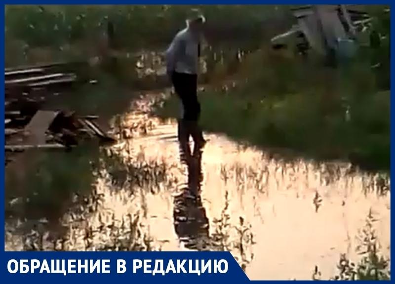 Дворы жителей станицы Романовской после ливневых дождей превращаются в болота