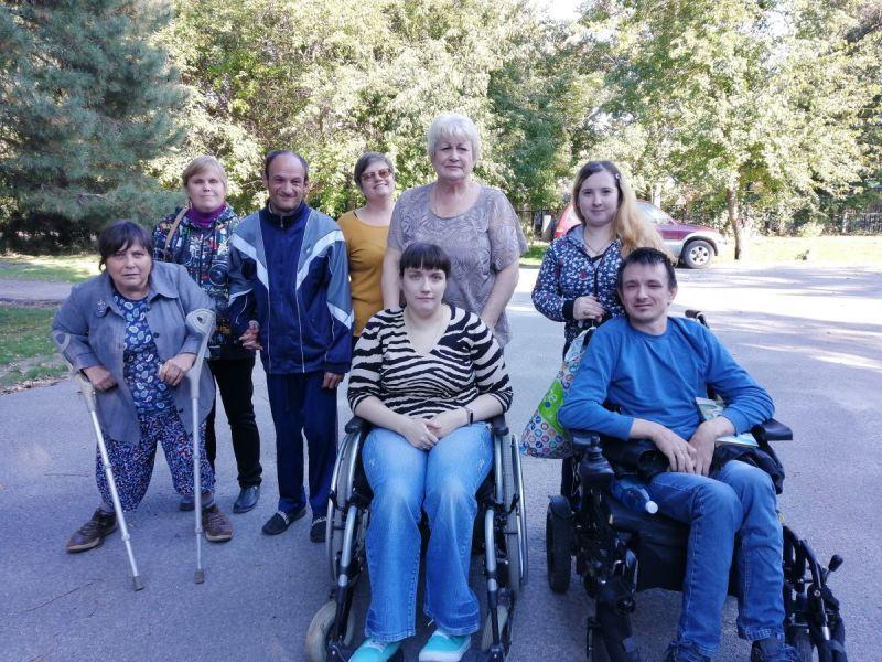 Волгодонские инвалиды-колясочники закрыли сезон совместных выездов на природу