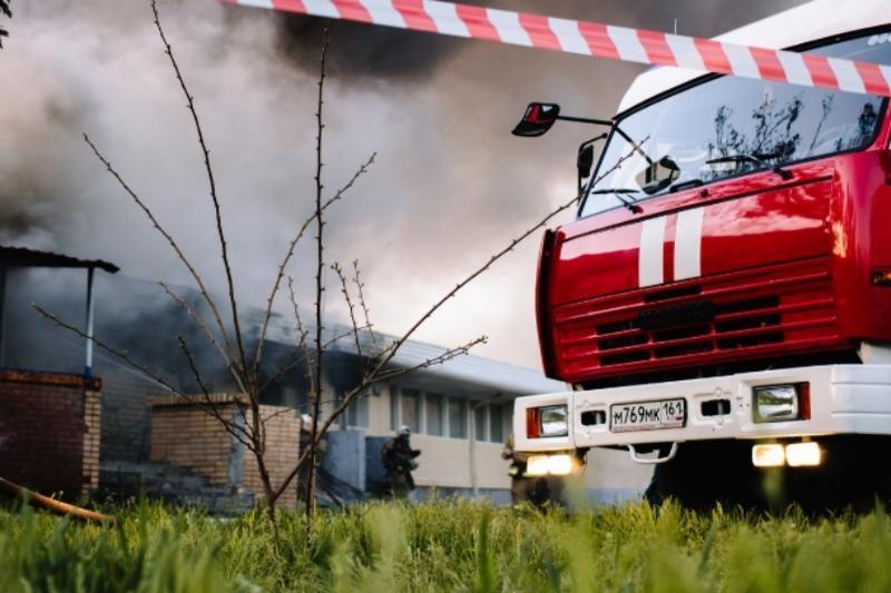 Ночной пожар в Цимлянском районе старались ликвидировать восемь человек