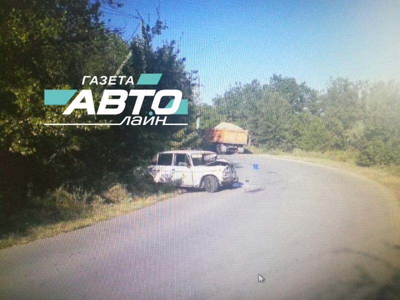 В лобовом столкновении КАМАЗа и «шестерки» пострадал 25-летний волгодонец