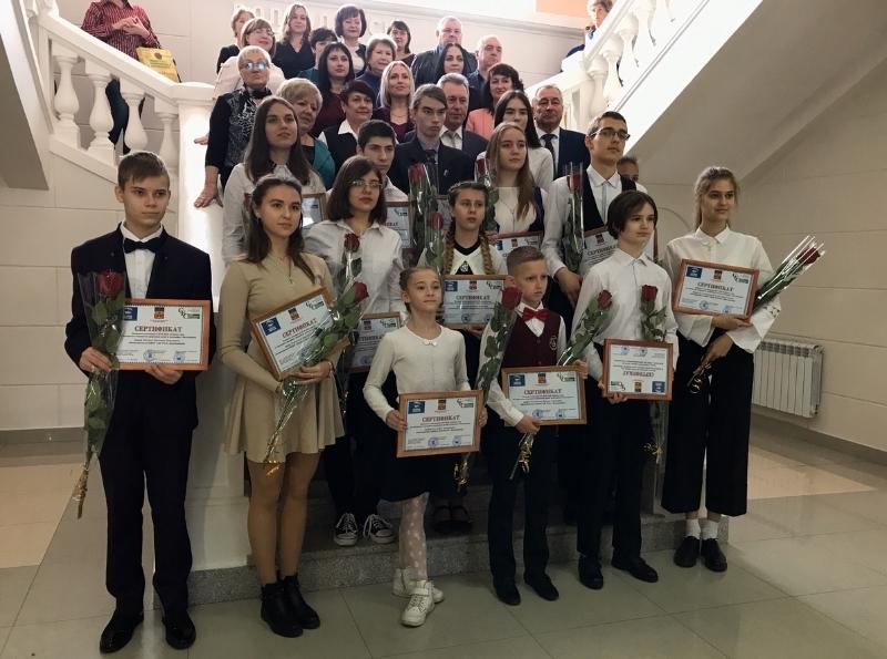 15 одаренных детей из Волгодонска стали обладателями именных стипендий