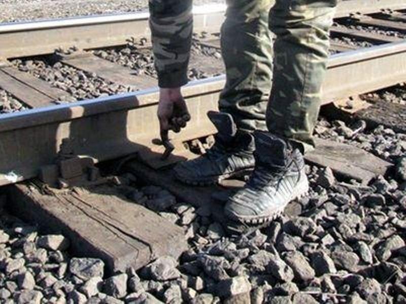 Под Волгодонском безработный попытался разобрать магистральную железную дорогу