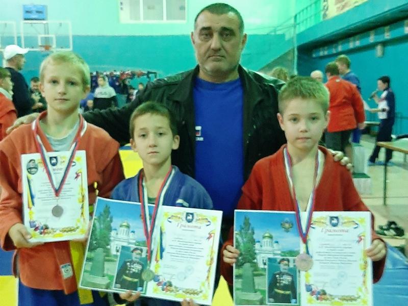 Волгодонцы отличились на турнире по самбо в Донецке
