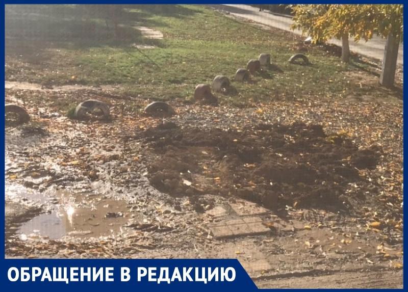 Грязь и разрушенную парковку оставил после своих работ «Водоканал» во дворе на Кошевого