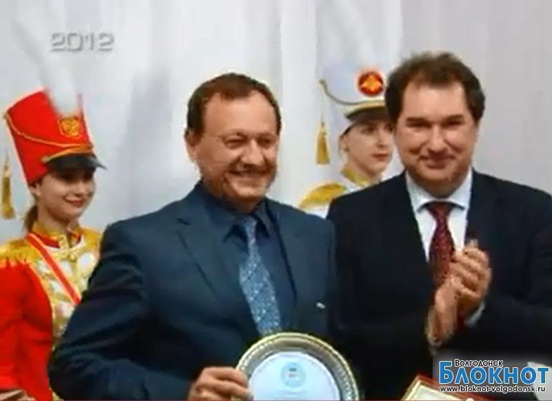 Почему Тарас Катеринич до сих пор не подарил «Дончанке» обещанную перед губернатором квартиру ?