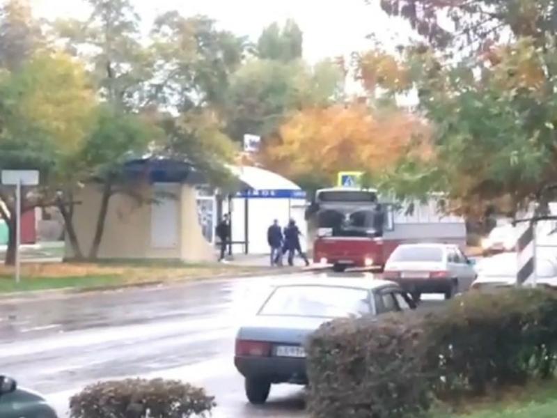 Дракой на остановке окончилась поездка волгодонцев в автобусе на улице Кошевого