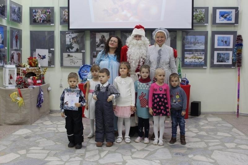 Воспитанники детских садов и школьники получили награды за лучшие поделки к Новому году и Рождеству