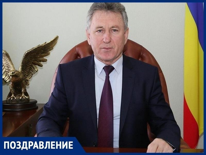 «Вы – завтрашний день нашей страны»: Виктор Мельников выпускникам Волгодонска