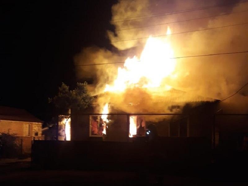 Ночью в Красном Яру полностью сгорел жилой дом