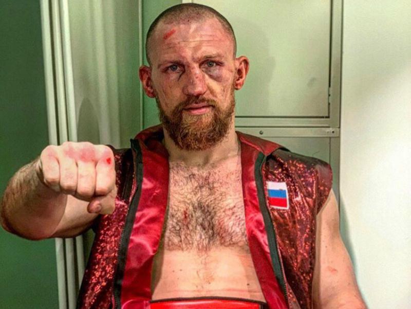 Дмитрий Кудряшов не выдержал шквальной атаки африканца и проиграл бой в шоу тяжеловесов
