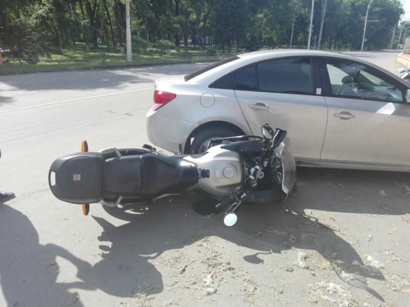 Сотрудники ГИБДД призывают автомобилистов и мотоциклистов быть внимательнее на дорогах
