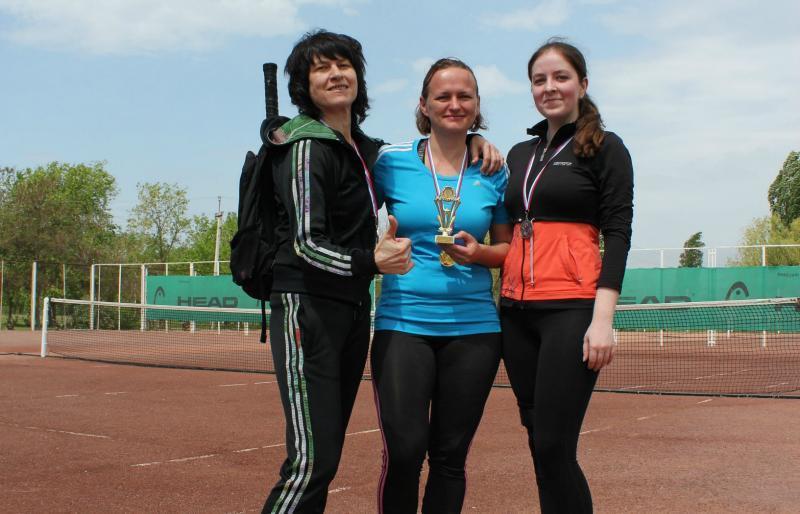 Более 60 теннисистов приняли участие в праздничном турнире