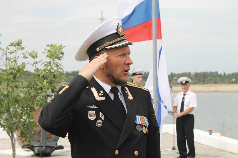 Андреевский флаг подняли на набережной в честь Дня ВМФ в Волгодонске
