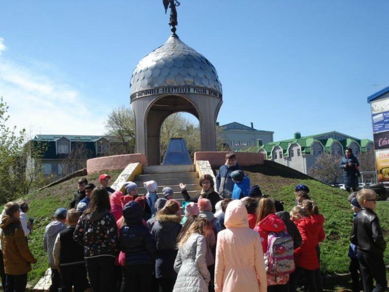 Городские школьники прошлись по памятным местам Волгодонска