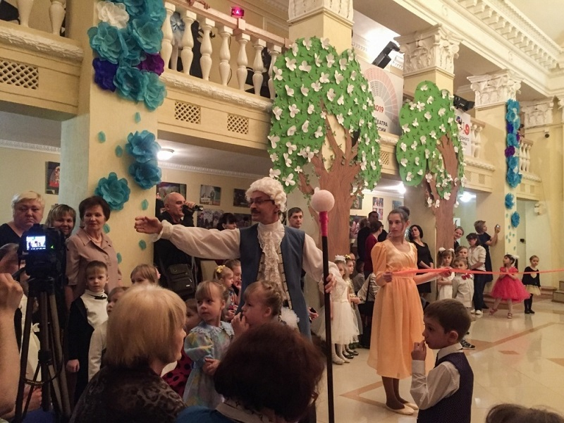 Элегантный светский бал с пиратами прошел в Детской театральной школе