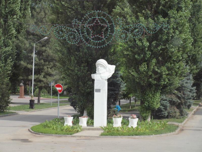 В этот день 47 лет назад в Волгодонске открыли памятник первому космонавту