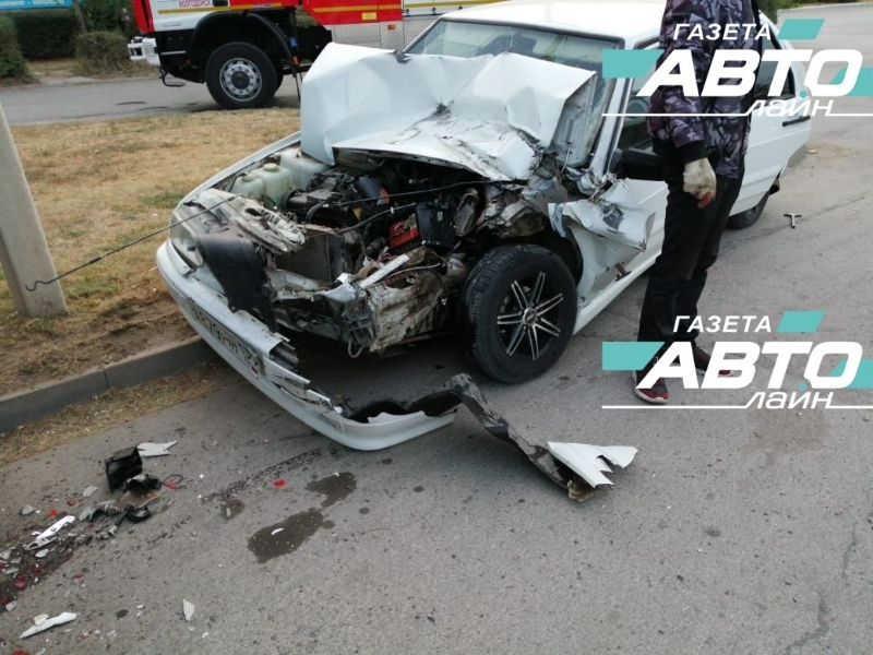 22-летняя девушка за рулем не справилась с управлением и врезалась в стоящую «Газель»