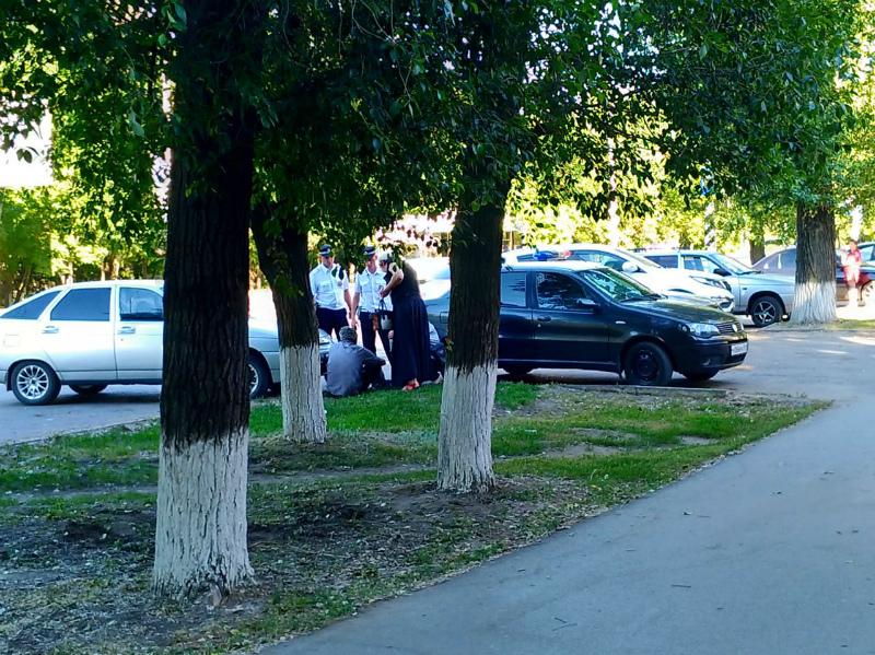Таксист жестоко избил своего пассажира и прохожего парня на Морской в Волгодонске