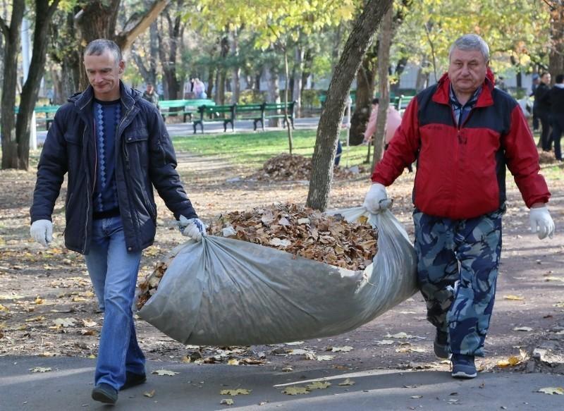 9 тысяч волгодонцев приняли участие в осенней уборке города