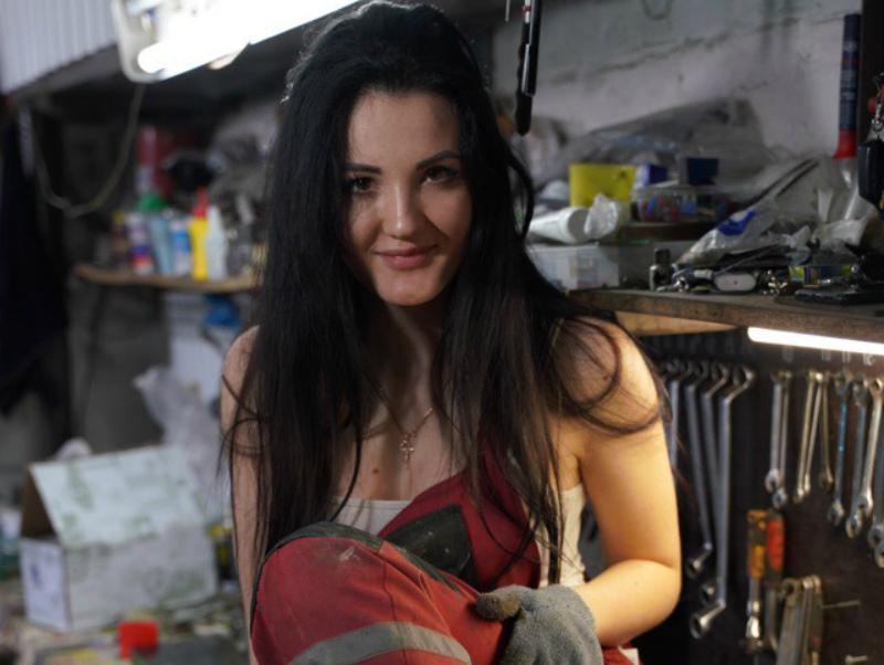 «Я разрушу старые стереотипы про «девушек и машины»»: экс-волгодончанка Настя Туман