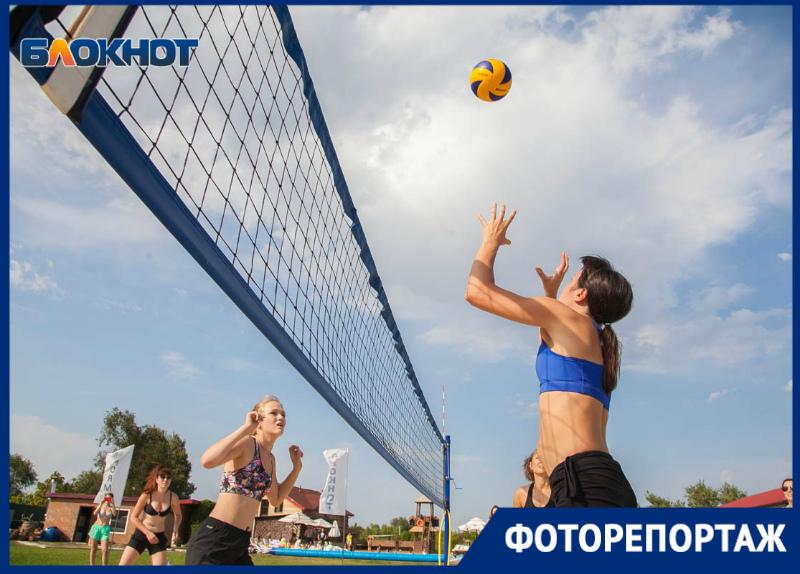 Превосходное «Трио» разгромили «Матрешек» на турнире по пляжному волейболу