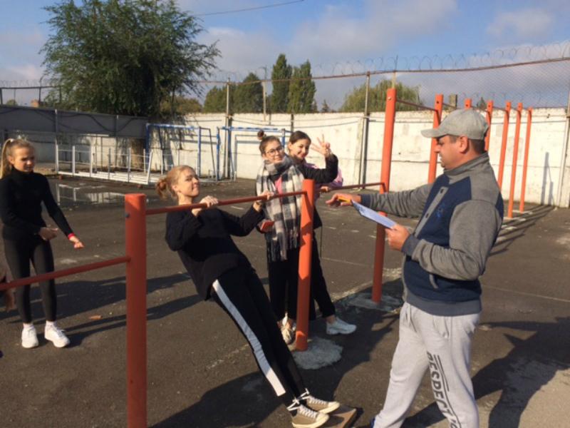 Порядка ста волгодонцев проверили свои силы в сдаче норм ГТО