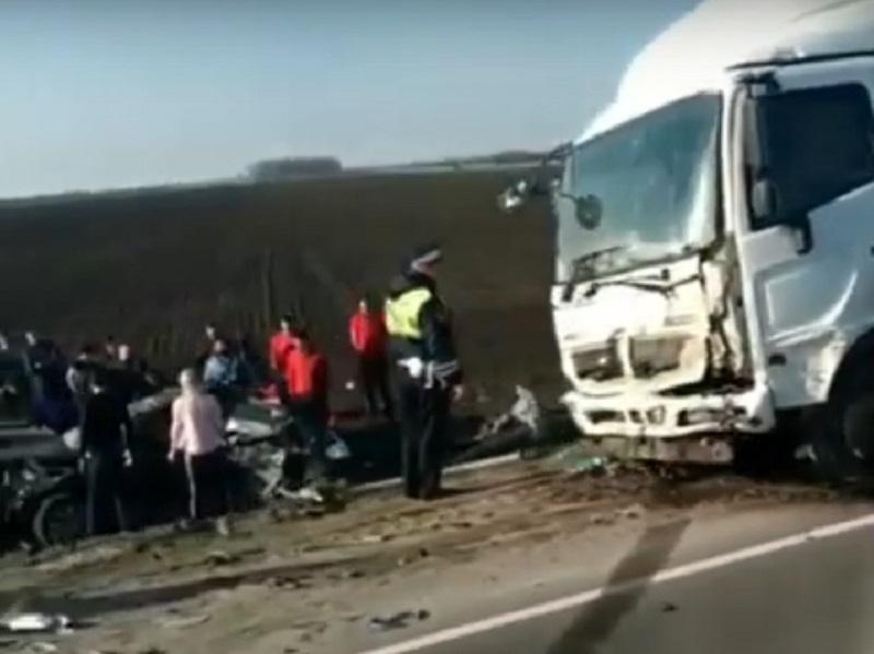 Три человека погибли в жутком ДТП на трассе Волгодонск - Ростов