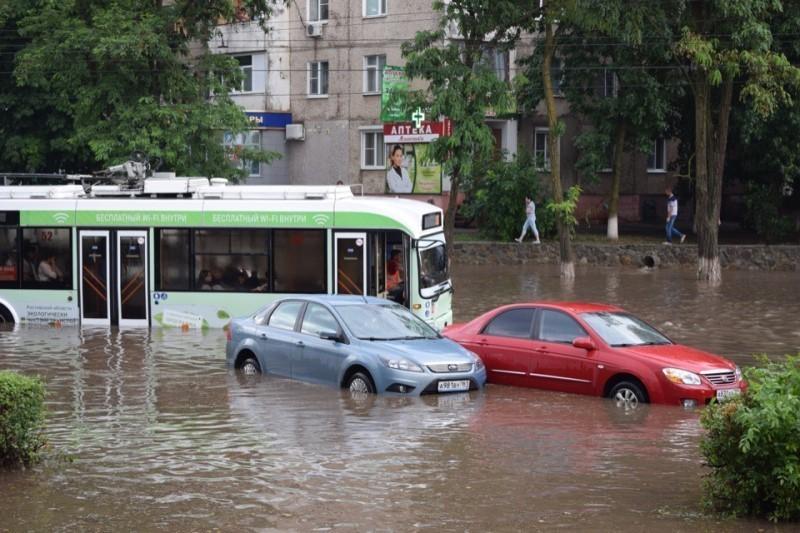 Виктор Мельников призвал коммунальщиков провести «работу над ошибками» после разгула стихии