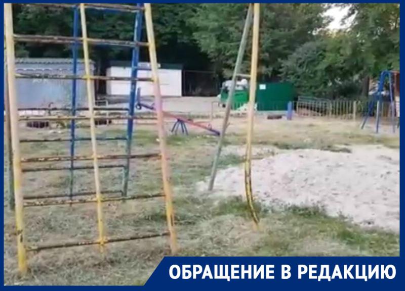 «Площадка, как из фильмов ужасов»: волгодонцы о состоянии детской площадки
