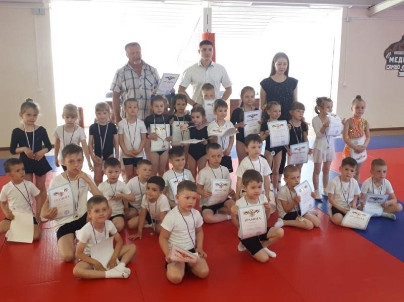 Первые в городе соревнования по спортивной акробатике для детей от 3 лет прошли в Волгодонске