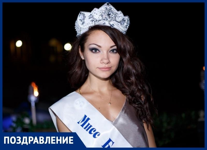 «Мисс Блокнот-2016» Елена Луполова отмечает День рождения