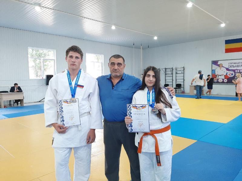Дзюдоисты из Волгодонска завоевали серебряные медали на первенстве региона по дзюдо