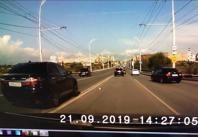 5 тысяч рублей заплатит водитель «Тойоты Камри» за выезд на «встречку» на путепроводе