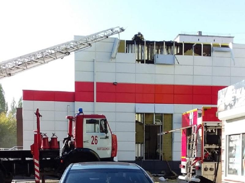 В Волгодонске из горящего «Магнита» на В-5 выбежали десятки людей