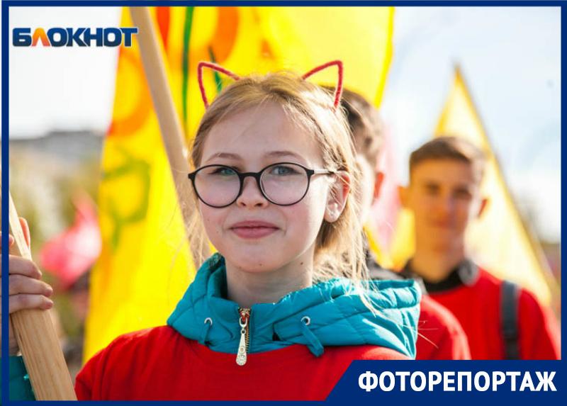 «Найди себя на фото»: карнавальное шествие с открытия «Южного ветра» в Волгодонске