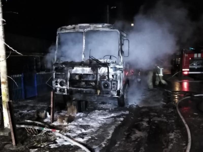 Автобус «ПАЗ» сгорел дотла в Старосоленом