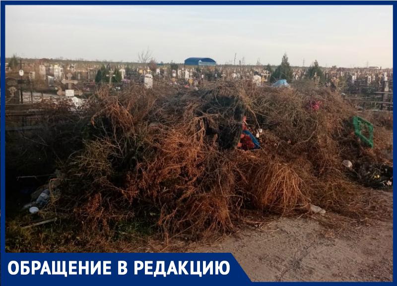 Кладбище №2 в Волгодонске превращается в мусорную свалку