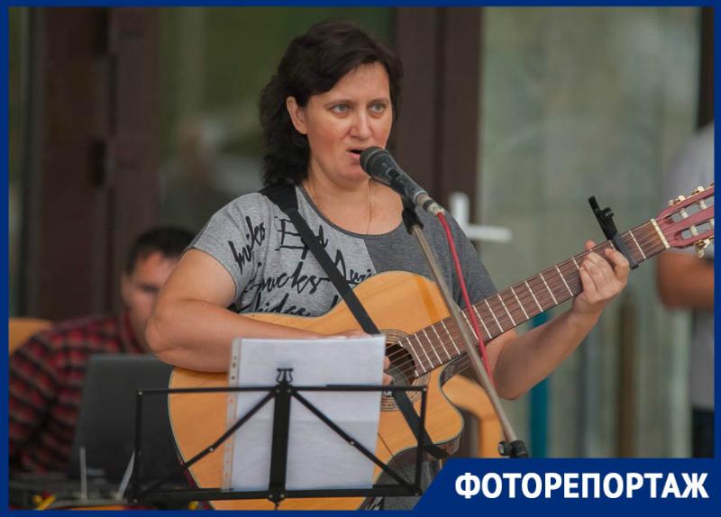 Любимые песни из репертуара Высоцкого волгодонцы исполнили у «Открытого микрофона»
