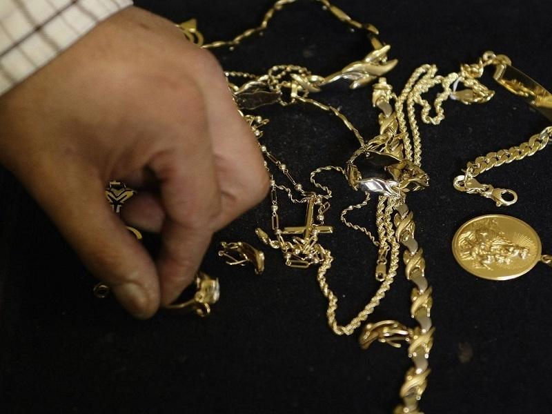 Волгодонец вынес из элитного особняка золото и 2 миллиона рублей