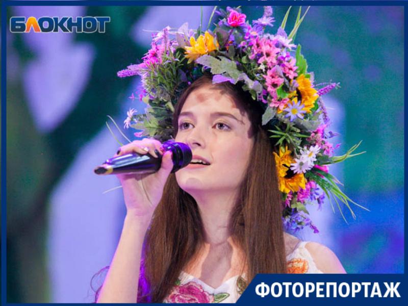 «Найди себя на фото»: Конкурс «Гвоздики Отечества-2019» в Волгодонске