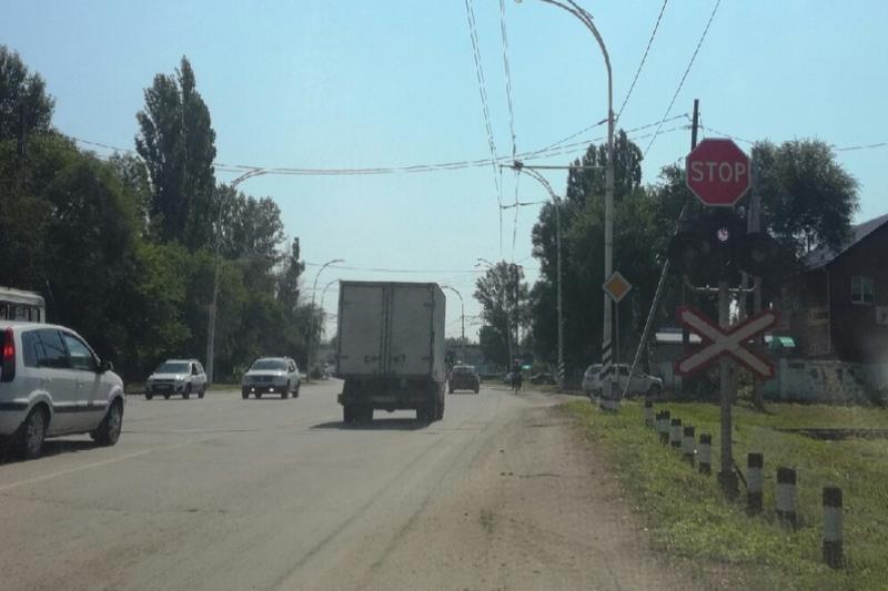 На железнодорожном переезде на Романовском шоссе светофор возобновил работу