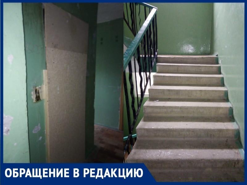 Более двух лет волгодонцы вынуждены ходить пешком из-за сломанного лифта