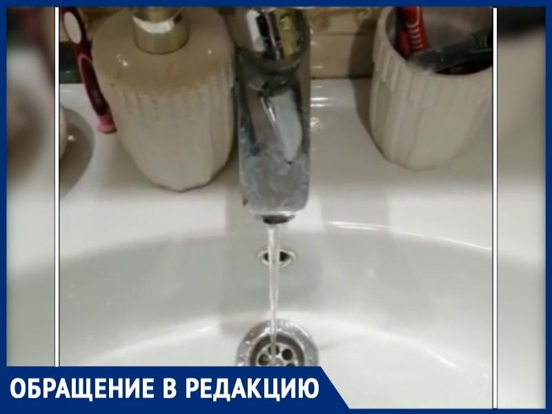 Из-за слабого напора холодной воды волгодонцы вынуждены охлаждать горячую