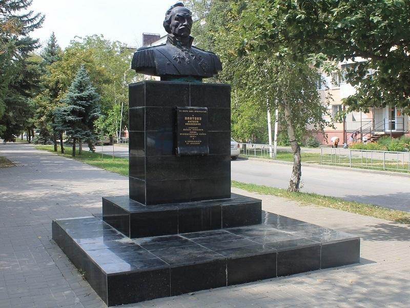 12 лет назад в Волгодонске был открыт памятник атаману Матвею Платову