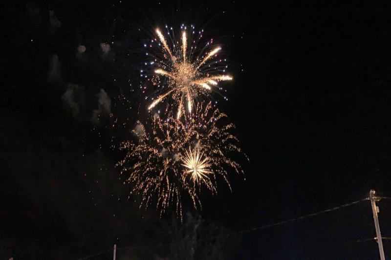Праздничный салют в честь Дня города озарил небо Волгодонска