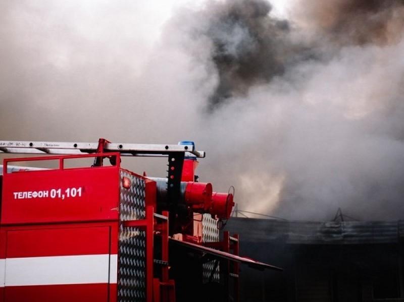 Из пожара в пятиэтажке на Карла Маркса был спасен человек